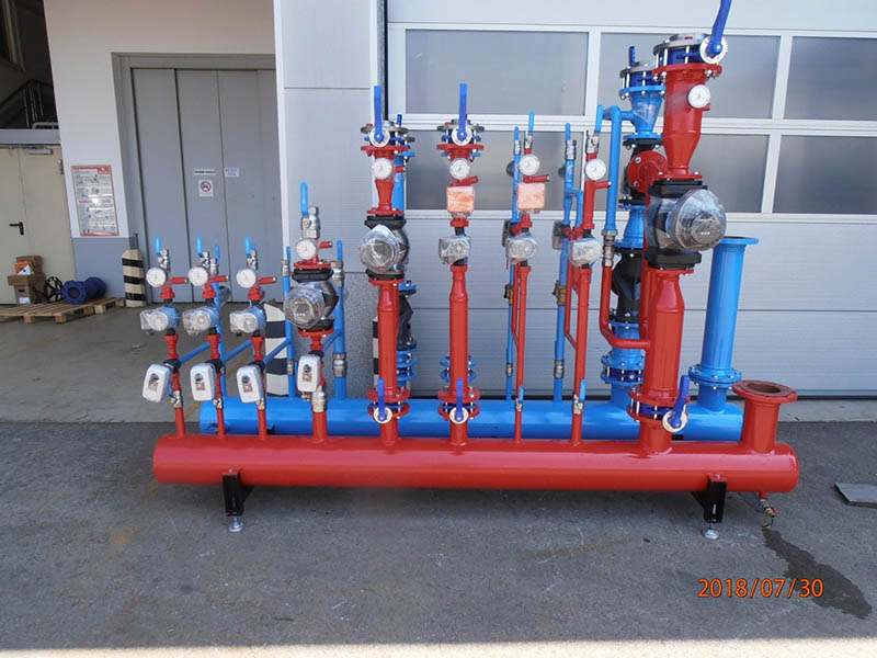 Heating and cooling distribution manifolds