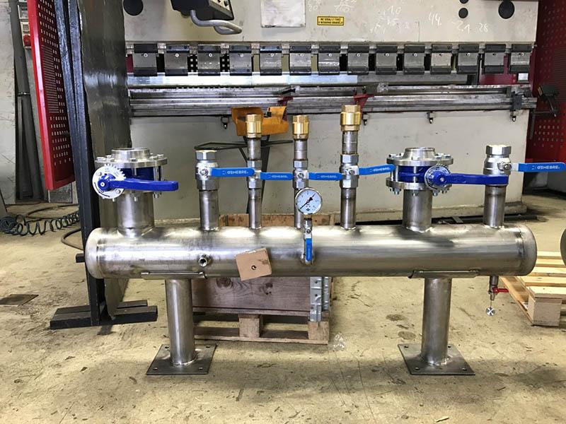 Potable water distribution manifolds